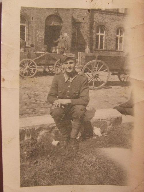 dziadek #DziadekLeon #gdzieś #PoWojnie #StareZdjęcie #WMundurze