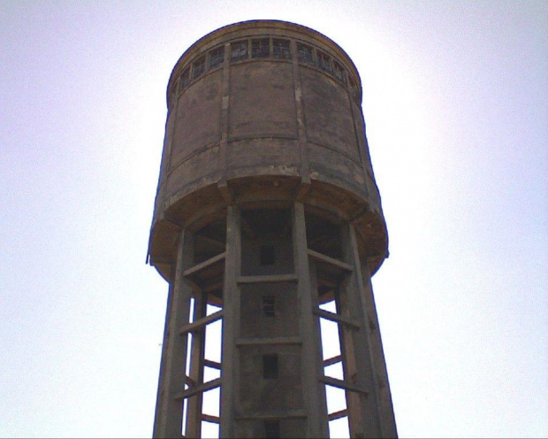 Wieża ciśnień przy ulicy Cegielnianej... widok od strony północnej #WieżaCiśnień #wieża #hydro #woda #ciśnienie #wodociągi #rury #wiosna #tomaszów
