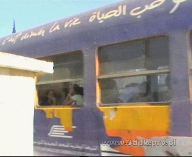 Przejazd kolejowy na trasie Hammamet - Tunis w Hammamecie Północnym, w pobliżu Hotelu Dalia. #Tunezja #pociąg #przejazd #PrzejazdKolejowy #hammamet #HotelDalia