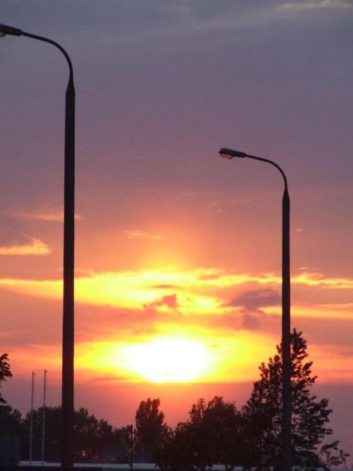 #słońce #zachód #chmury #latarnie