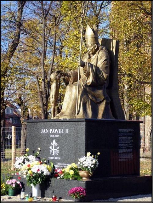 Chojna - pomnik Jana Pawła II #miejsca #MiastaPolskie #wycieczki #budowle #pomniki